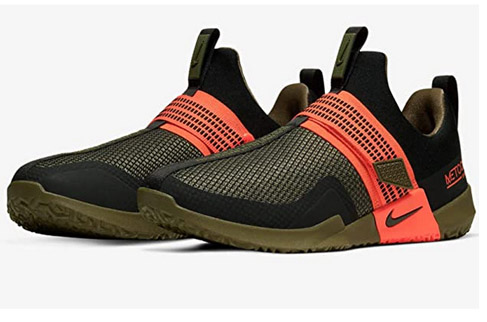 Nike seeakers without laces hook and loop